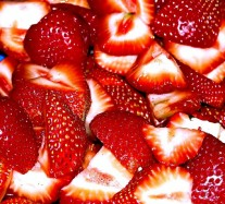 cut-strawberrrys-1327520-639x577