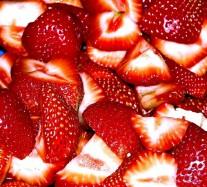 cut-strawberrrys-1327520-639x577