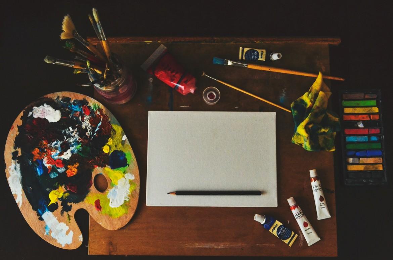 assorted-color-artwork-equipment-set-1053687